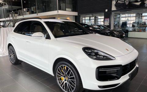 Folie Porsche Cayenne Turbo AVERY Perl White